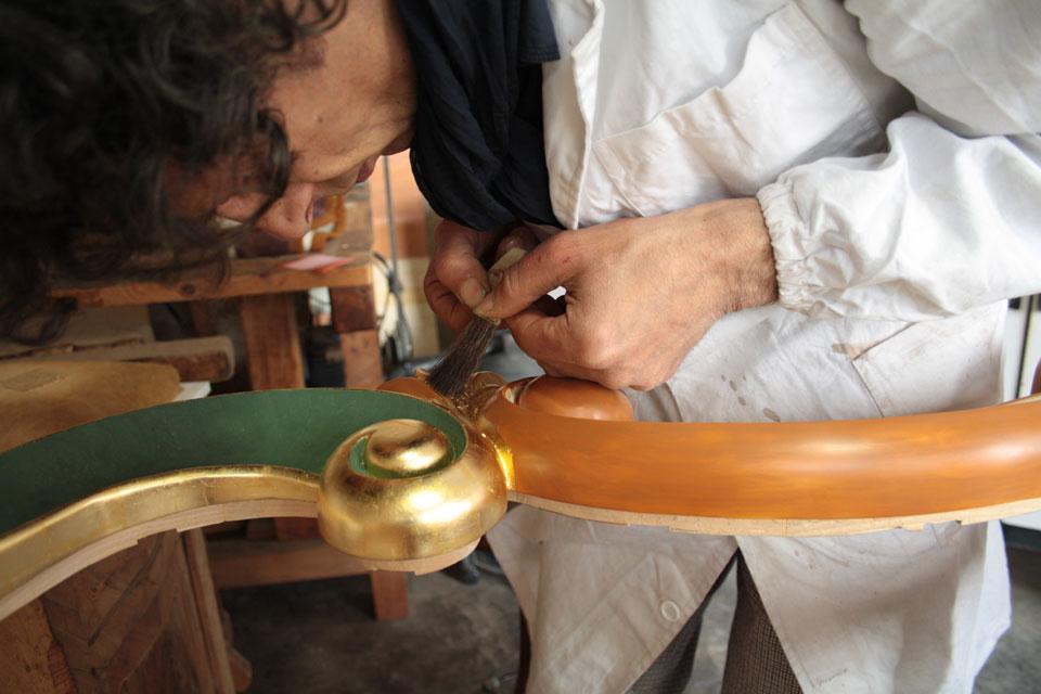 applicazione della foglia doro Corso di doratura e tempera alluovo guazzo doratura arti applicate