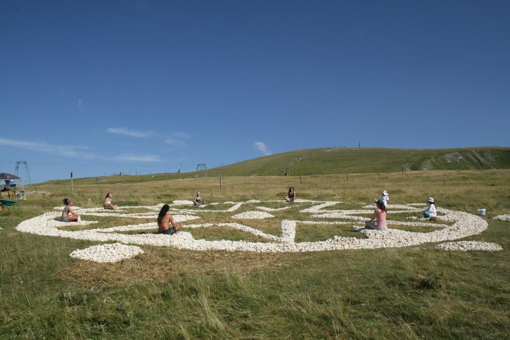 Scrittura Magica Terra Madre ideata da Walter Zuccarini | Land Art in Abruzzo