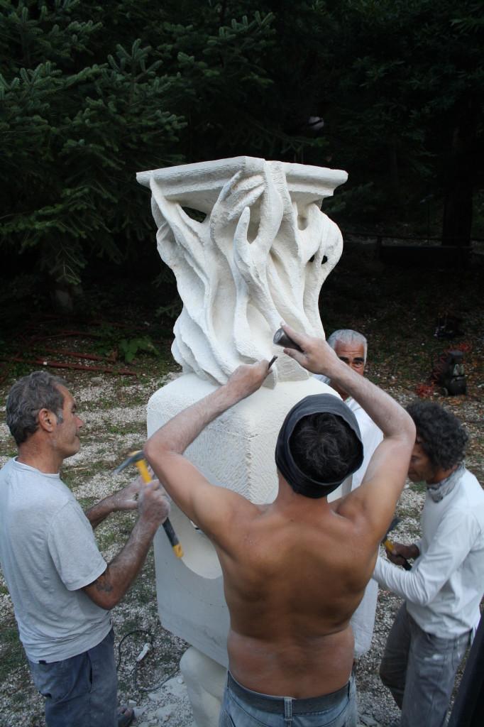 13. montaggio del Totem a La Casa degli Artisti 682x1024 Totem