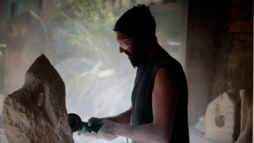 nando foto 1024x576 Tessere di un mosaico vivente.  Esperienza di scultura a La Casa per le Arti. Angela Fedele incontra gli artisti. Intervista ad Armando Di Nunzio