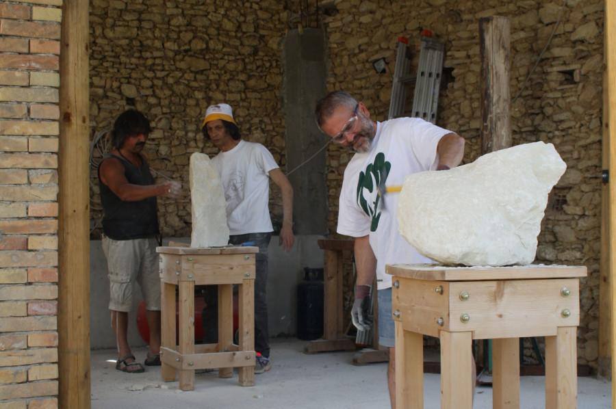 IMG 6648 900x598 SETTIMANA MAGICA   laboratorio di scultura manuale su pietra (10 17 giugno) settimana magica scultura walter zuccarini scultura su pietra corso scultura