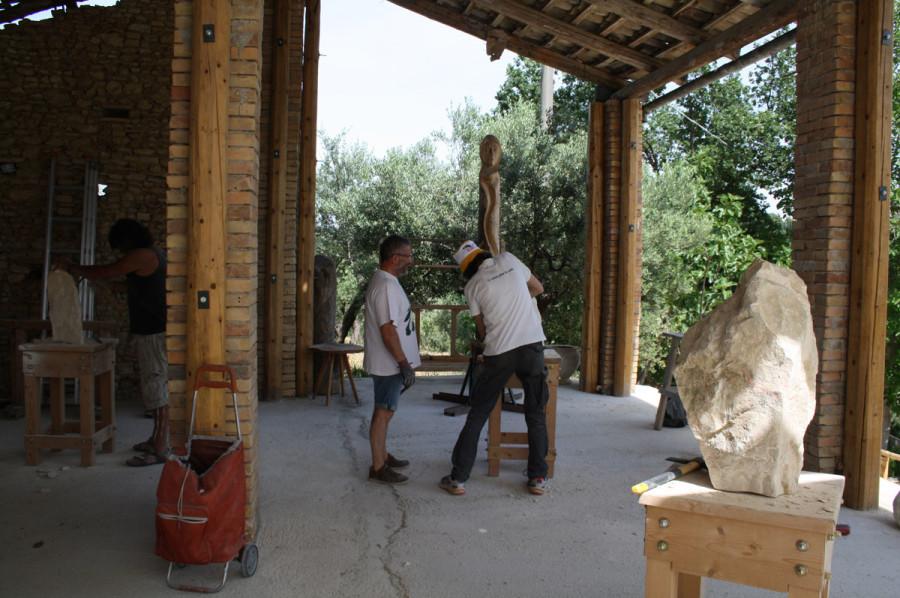 IMG 6651 900x598 SETTIMANA MAGICA   laboratorio di scultura manuale su pietra (10 17 giugno) settimana magica scultura walter zuccarini scultura su pietra corso scultura