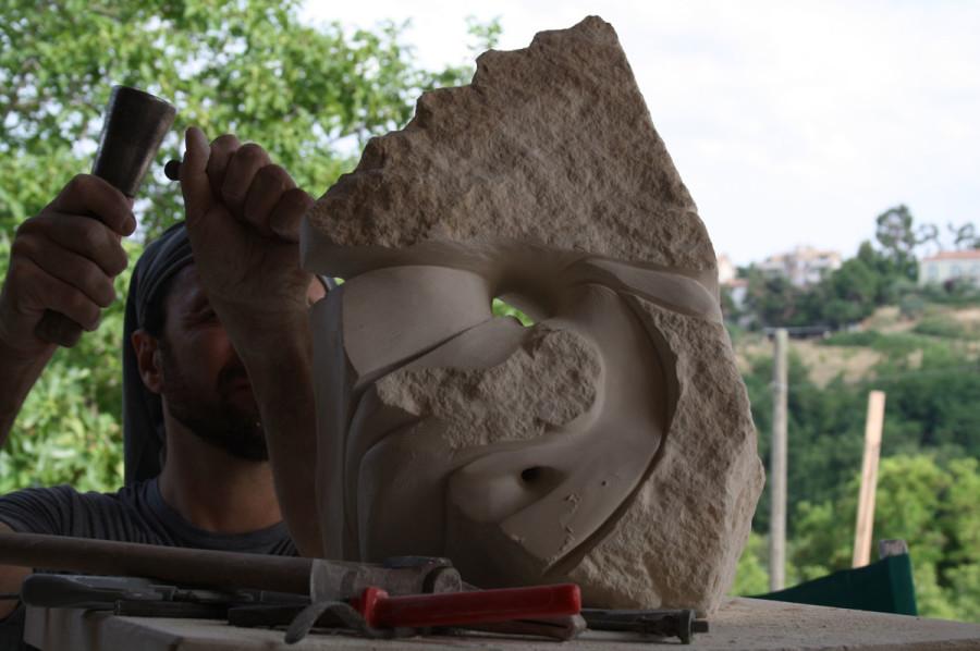 IMG 6764 900x598 SETTIMANA MAGICA   laboratorio di scultura manuale su pietra (10 17 giugno) settimana magica scultura walter zuccarini scultura su pietra corso scultura