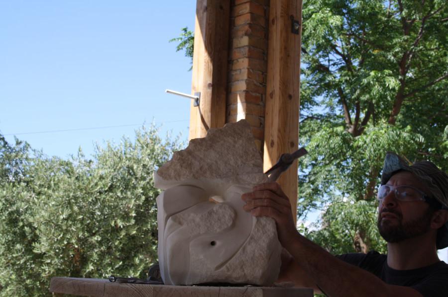 IMG 6778 900x598 SETTIMANA MAGICA   laboratorio di scultura manuale su pietra (10 17 giugno) settimana magica scultura walter zuccarini scultura su pietra corso scultura