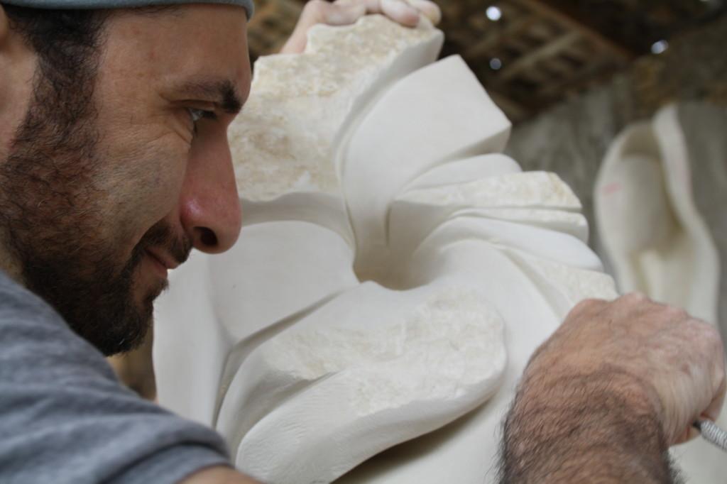 IMG 6795 1024x682 Tessere di un mosaico vivente.  Esperienza di scultura a La Casa per le Arti. Angela Fedele incontra gli artisti. Intervista ad Alessio Andreotti