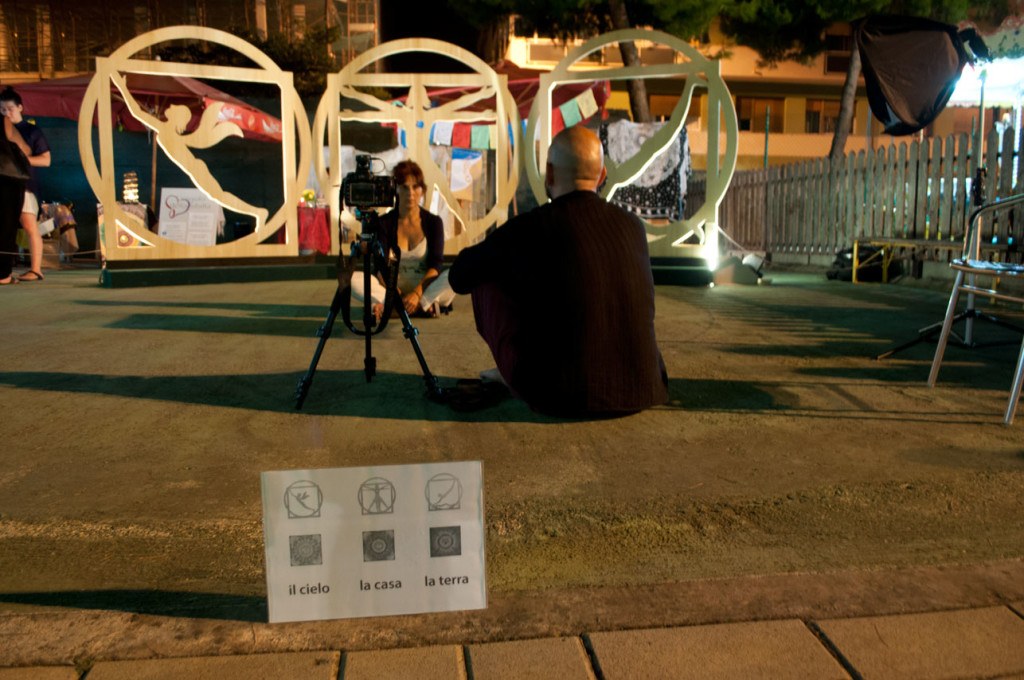 performance del fotografo Francesco Mazza che ha coinvolto le persone a sperimentare il campo energetico del Trittico e l'effetto sull'anima