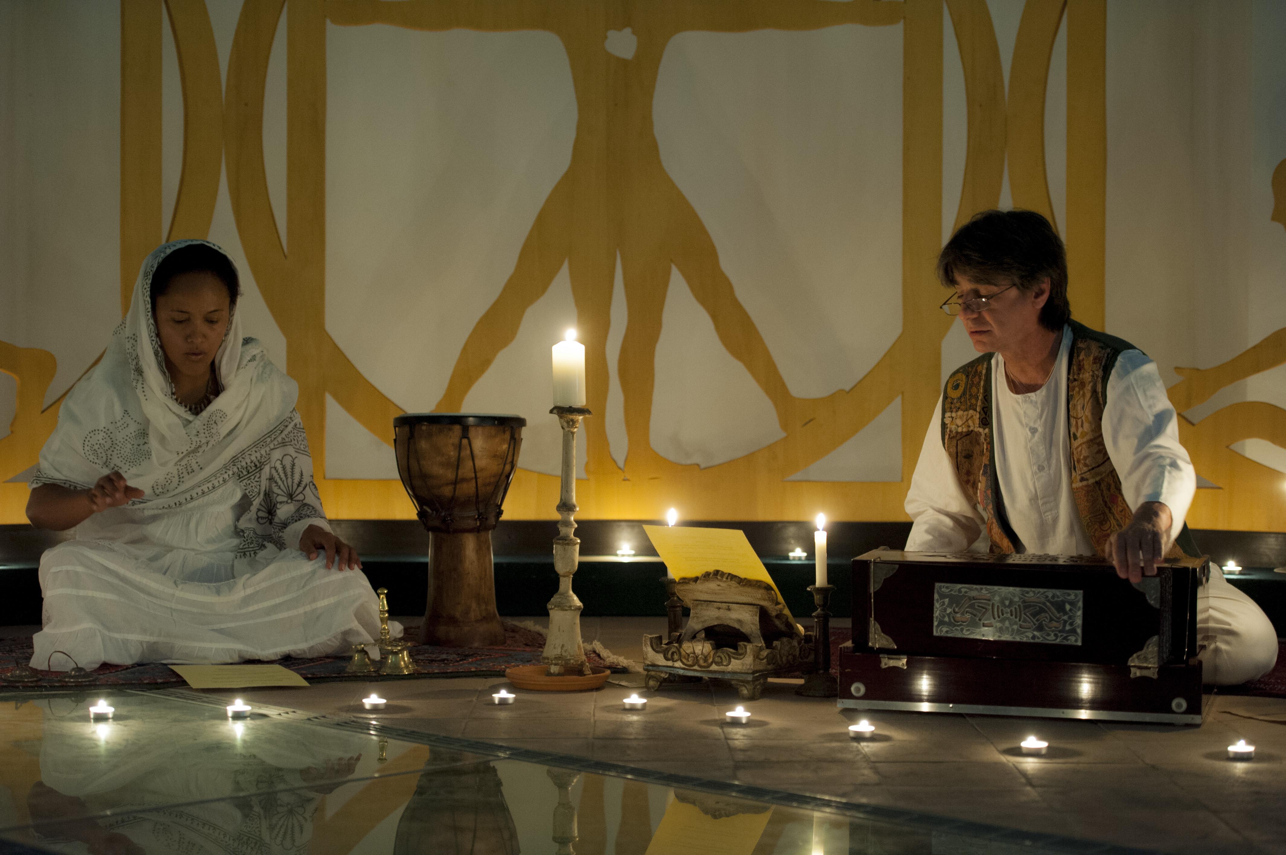 NUN5796 Immagini e ricordi della mostra Infinito Presente (31 maggio   7 giugno 2015)   Chieti workshop di scultura walter zuccarini teatro simurgh stefania barbetta scultura ottagono mostra artigianato artistico artigianato