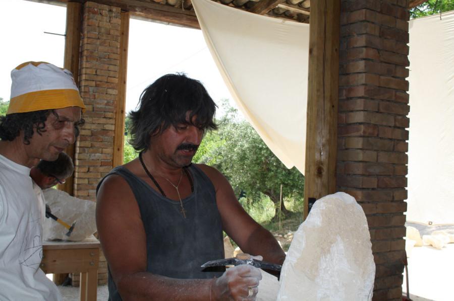 IMG 6650 900x598 SETTIMANA MAGICA   laboratorio di scultura manuale su pietra (10 17 giugno) settimana magica scultura walter zuccarini scultura su pietra corso scultura